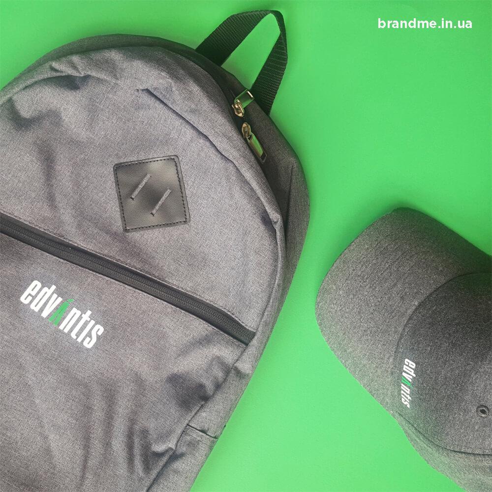 Корпоративні портфелі та кепки для компанії «edvantis»