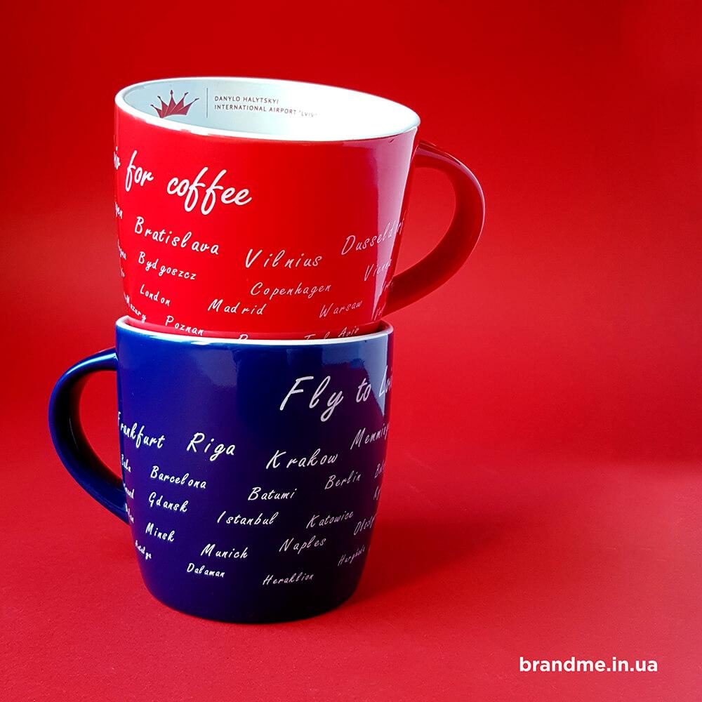 Яскраві та стильні чашки з нанесенням