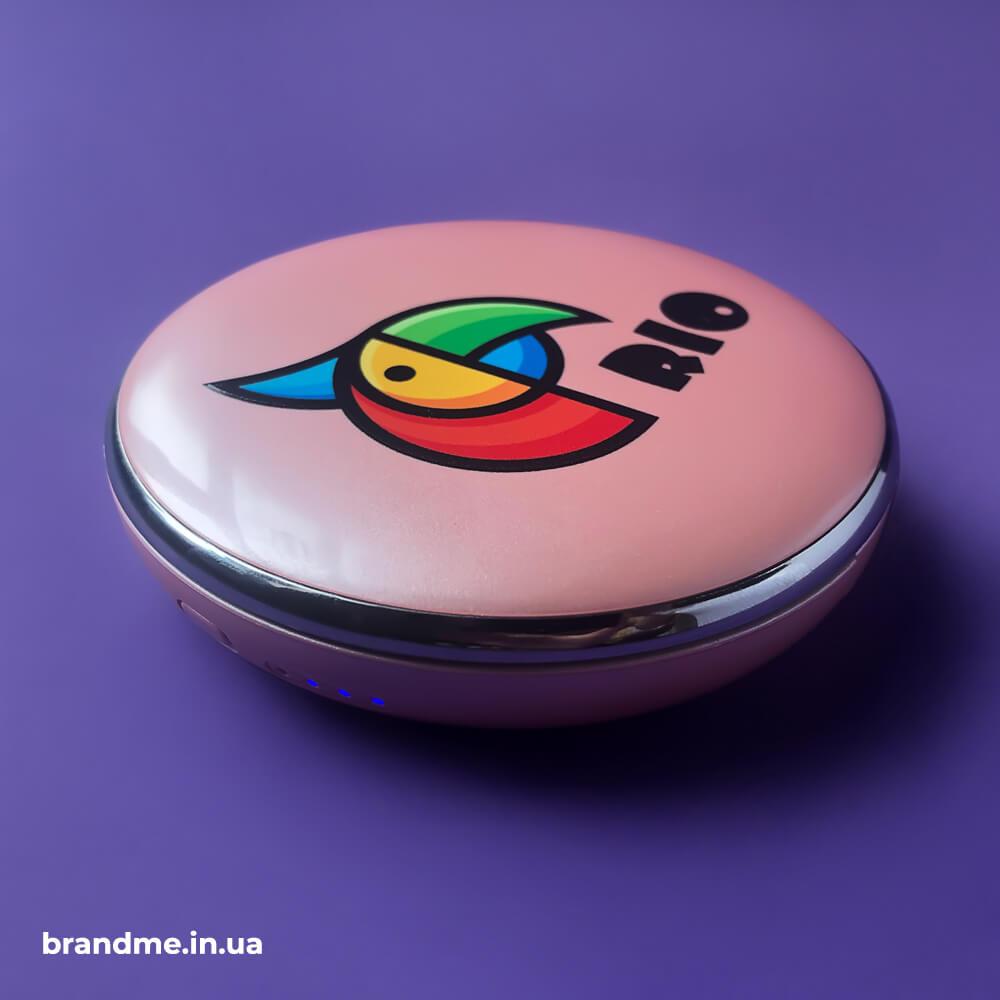 УФ-печать логотипа на гладких, цветных поверхностях гаджетов