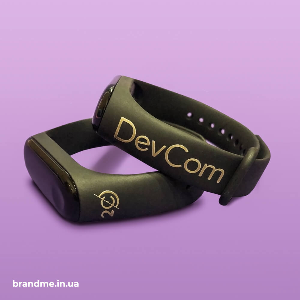"""Гравіювання логотипу на фітнес-браслетах для компанії """"DevCom"""""""