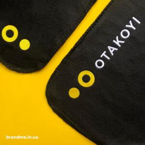 Вишивка логотипу на пледі для компанії