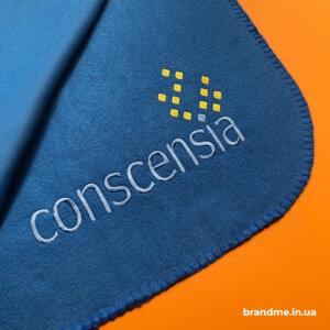 Плед с вышитым логотипом для компании
