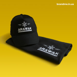 Кепка и футболка с нанесением логотипа для