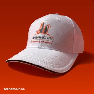 Печать на кепках для строительной компании