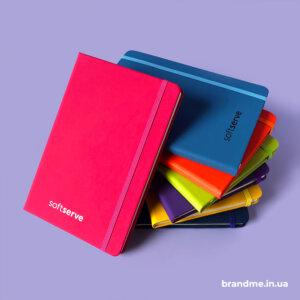 УФ-друк логотипа на кольорових блокнотах для