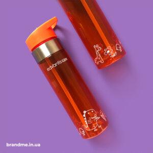 Друк по колу на пляшечках для води для компанії
