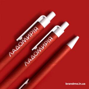 Нанесение логотипа на ручки для этнорезиденции
