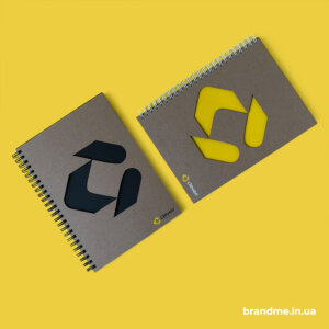 Екоблокноти з висічкою логотипа на обкладинці для компанії Сleverr