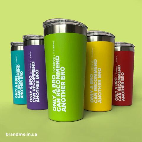 Разноцветные термочашки с объемным нанесением для компании SoftServe