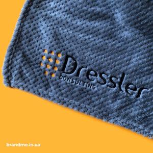 М'який плед з вишивкою для компанії Dressler Consulting