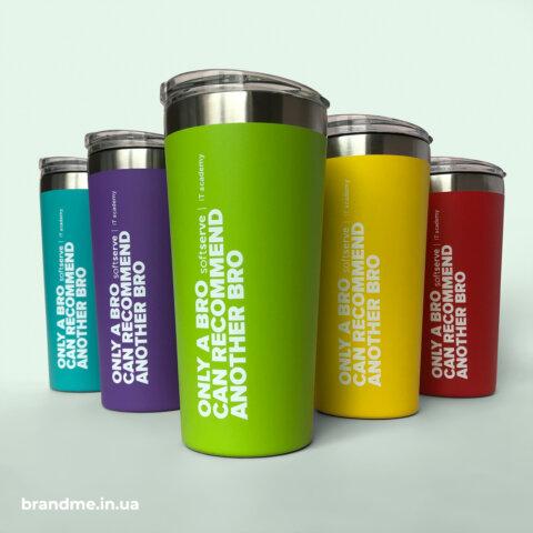 Разноцветные термочашки с объемным нанесением для компании